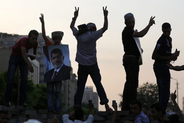 Des partisans du président évincé Mohammed Morsi affichaient... (Photo: AFP)