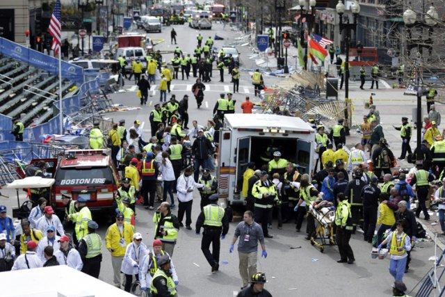 L'attentat de Boston a fait trois morts et... (Photo: AP)