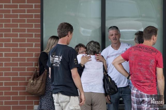 Des familles ayant possiblement perdu des proches lors... (La Presse, Alain Roberge)