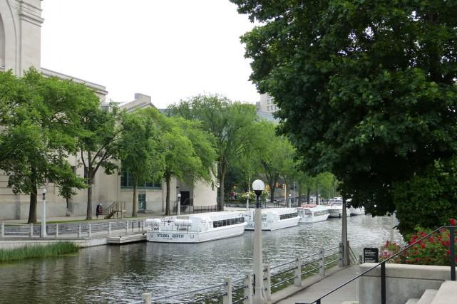 La victime a chuté dans le Canal Rideau... (Archives, courtoisie)