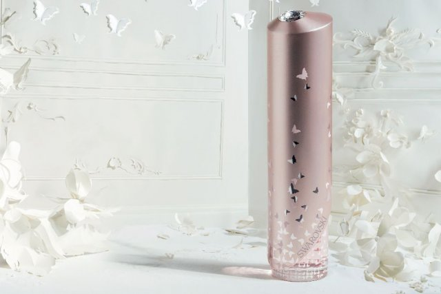 La fragrance Miss Aura by Swarovski sera disponible... (Photo fournie par Swarovski)