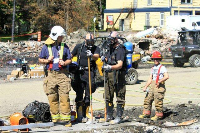 Samedi encore, des enquêteurs de la Sûreté du... (Photo tirée de la page Facebook de la SQ)