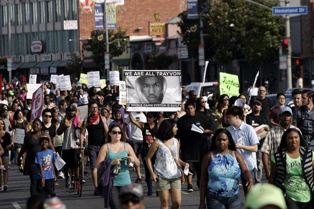 Des gens ont manifesté ce week-end leur opposition... (Photo: Reuters)