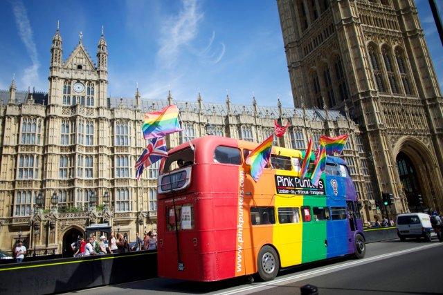 Le mariage homosexuel ne suscite quasiment pas de... (PHOTO ANDREW COWIE, AFP)
