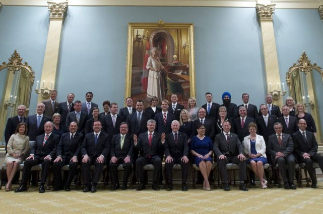 Le nouveau cabinet Harper.... (Photo La Presse Canadienne)