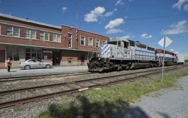 Les voies ferrées près de l'immeuble de la... (Photo Graham Hughes, PC)
