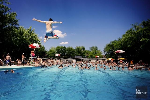 La piscine du parc Laurier, à Montréal.... (PHOTO MARCO CAMPANOZZI, ARCHIVES LA PRESSE)