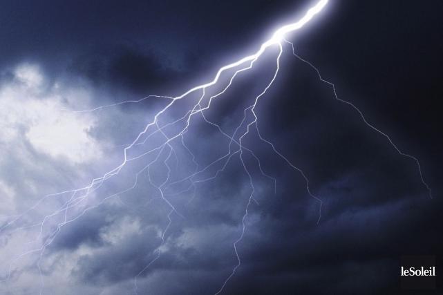 Un éclair s'estt abattu sur une résidence de... (Photothèque Le Soleil)