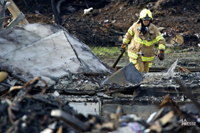Un pompier sur la scène d'enquête à Lac-Mégantic... (Photo Olivier Jean, archives La Presse)