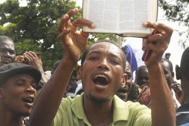 Alors que le Parlement n'a nullement envisagé de... (Photo THONY BELIZAIRE, AFP)