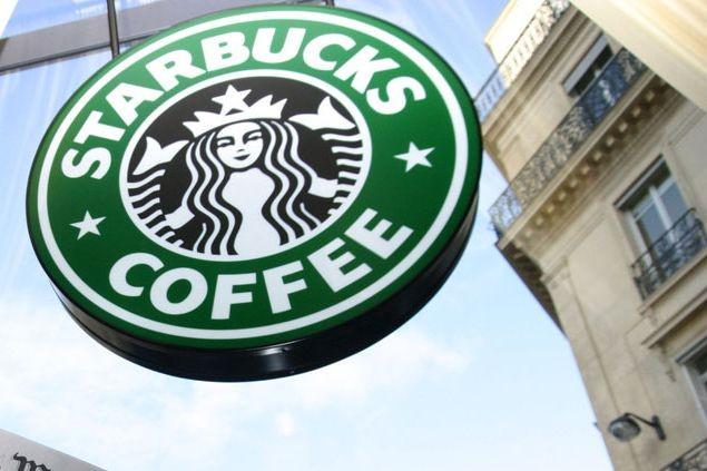 Starbucks compte environ 20000 cafés à travers le... (Photo Bloomberg)