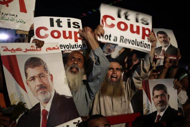 Depuis l'éviction du président Mohamed Morsi, les nouvelles... (PHOTO HASSAN AMMAR, AFP)