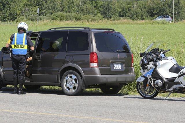 Un automobiliste a notamment reçu une contravention pour... (photo Alain Dion)