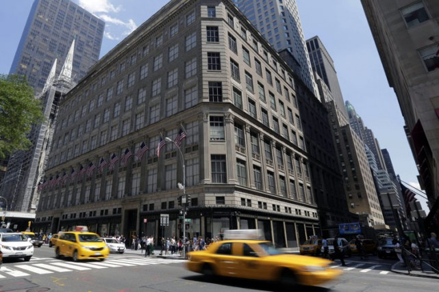 Le magasin principal de Saks Fifth Avenue est... (Photo: Archives AP)