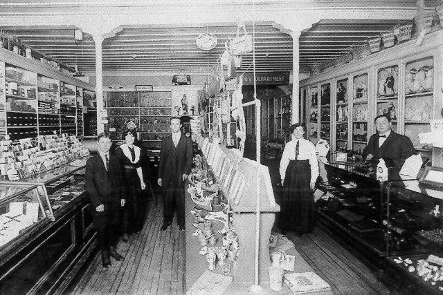 Le premier commerce Jouets A. Kirouac fondé en... (Photo fournie par la famille Kirouac)