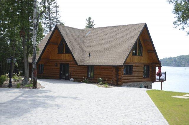 Ce n'est pas tous les jours que le Saguenay-Lac-Saint-Jean offre des maisons à... (photo Jeannot Lévesque)
