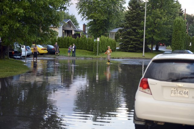 Un citoyen de la rue Amyot, à Chicoutimi,... (photo Jeannot Lévesque)