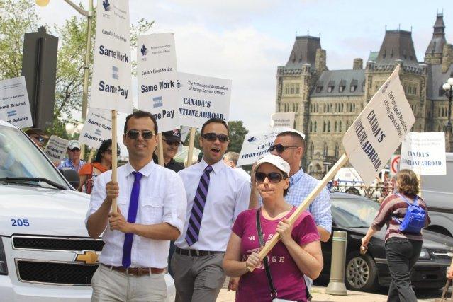 Manifestation des agents du Service extérieur canadien à... (Patrick Woodbury, LeDroit)