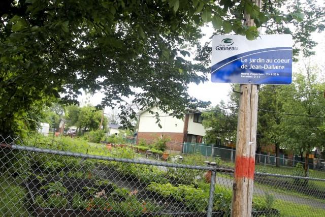 La ville paie le plein prix pour un jardin patrick for Prix pour borner un terrain