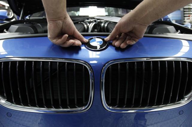 Le numéro un de l'automobile haut de gamme, le groupe allemand BMW, a annoncé... (PHOTO MICHAELA REHLA, ARCHIVES REUTERS)