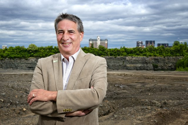 Le candidat à la mairie de Laval Robert... (Photo: Marco Campanozzi, La Presse)