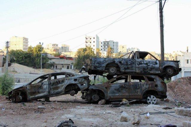 Des voitures carbonisées à Alep.... (Photo Aref Hretani, Reuters)