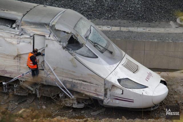 2013 - Le déraillement d'un train de passagers survenu en Espagne fait 78 morts... (Associated Press)