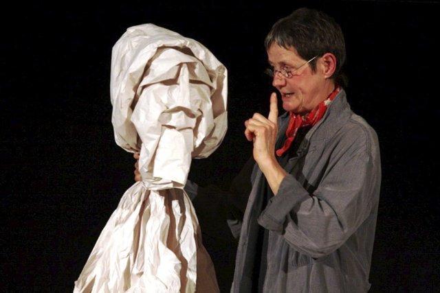 L'artiste Horta Van Hoye et le président d'Espace... (photo Janick Marois)