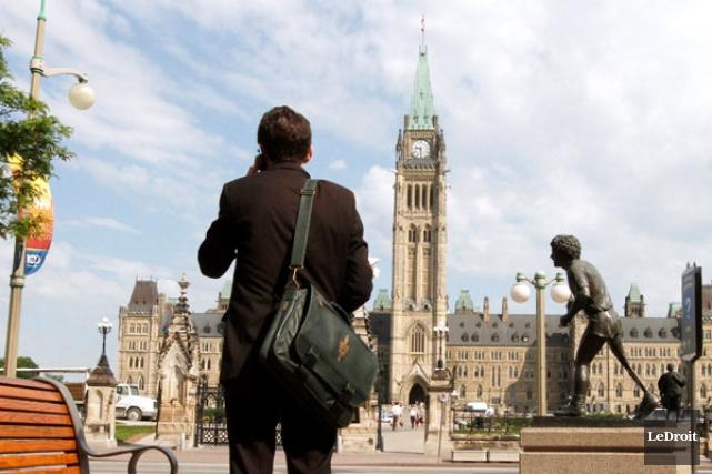 Des 19200 postes que le gouvernement Harper avait... (SIMON SÉGUIN-BERTRAND, LeDroit)