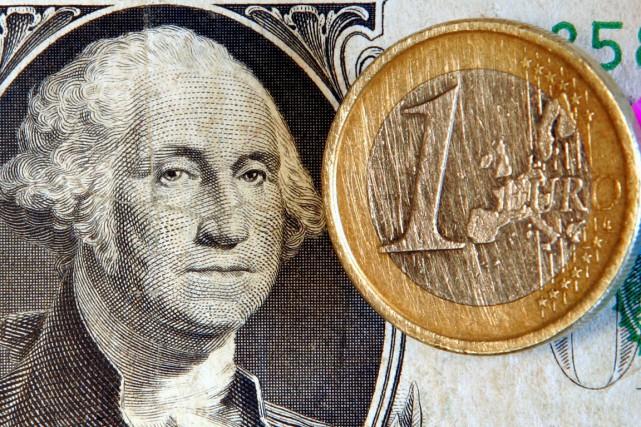 «Dans le contexte actuel, faire baisser l'euro est... (PHOTO MICHAEL PROBST, ARCHIVES AP)