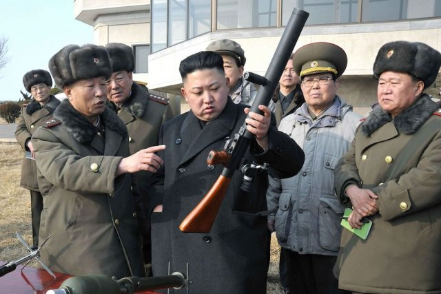 Le dictateur nord-coréen Kim Jong-un à pied d'oeuvre,... (PHOTO KOREAN CENTRAL NEWS AGENCY, VIA AFP)