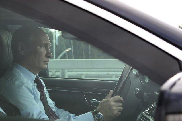 Vladimir Poutine avait déjà présenté mercredi ses condoléances... (PHOTO RIA NOVOSTI, REUTERS)