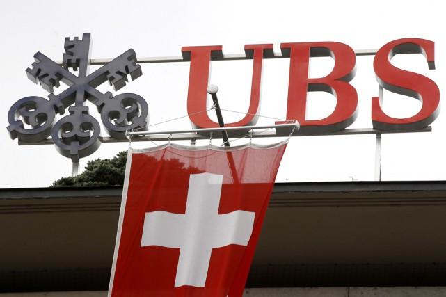 Selon la SEC, UBS aurait omis de dire... (PHOTO ARND WIEGMANN, REUTERS)