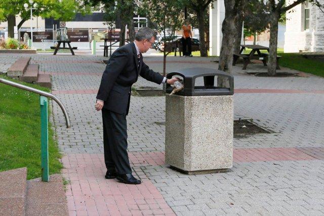 Le maire d'Ottawa, Jim Watson, exhorte les résidents... (Simon Séguin-Bertrand, archives LeDroit)