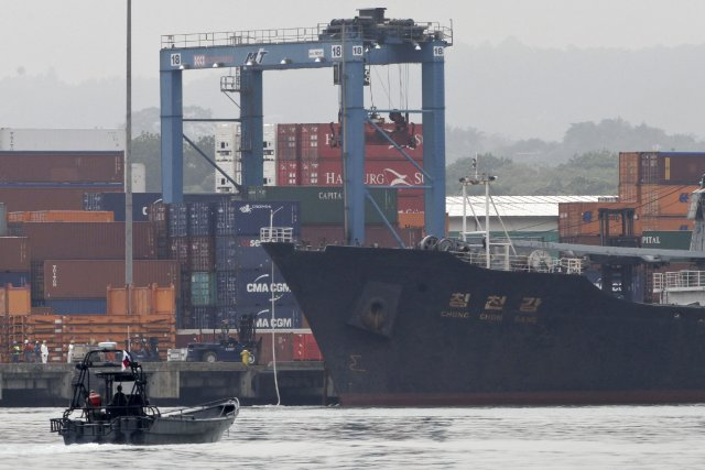 Le cargo nord-coréen intercepté au Panama.... (Photo Arnulfo Franco, AP)