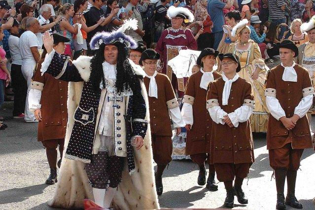 Un minidéfilé s'est déroulé dans le Vieux-Québec jusqu'à... (Photo Le Soleil, Jean-Marie Villeneuve)