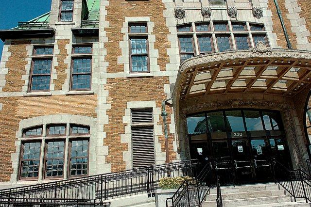 Le bureau de service canada la gare du palais ferm en for Bureau service canada
