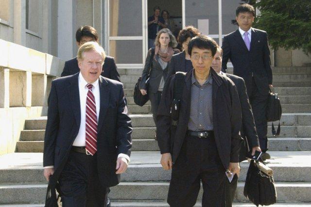 Robert King (à gauche), l'envoyé spécial pour les... (Photo: Reuters)