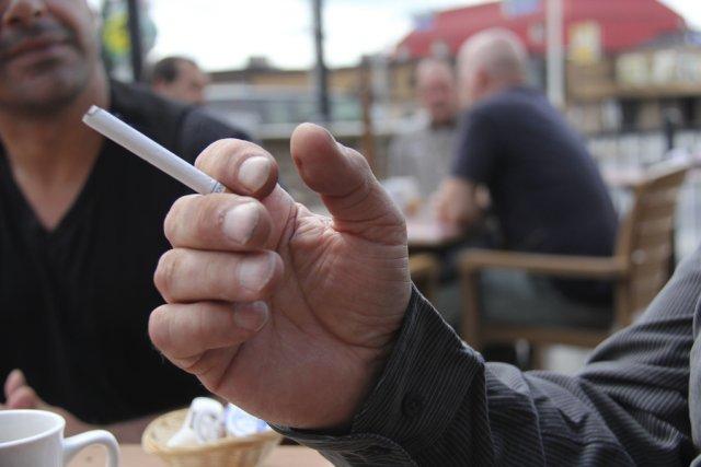 Sera-t-il désormais interdit de fumer sur les terrasses...