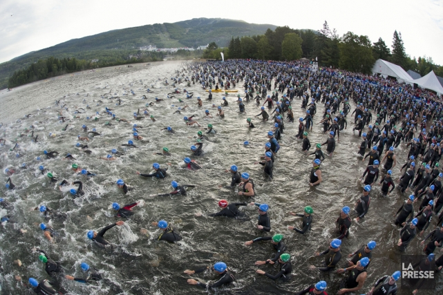 Le départ du deuxième triathlon Ironman de Mont-Tremblant... (PHOTO HUGO-SÉBASTIEN AUBERT, ARCHIVES LA PRESSE)