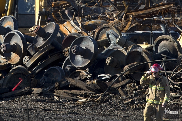 Photo de l'accident ferroviaire à Lac-Mégantic, le 21... (PHOTO ROBERT SKINNER, LA PRESSE)