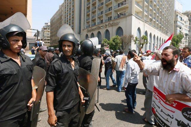 Les Égyptiens seraient majoritairement en accord avec l'intervention... (PHOTO MARWAN AMANI, AP)