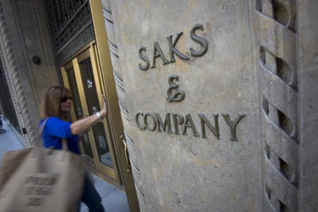 Saks Fifth Avenue OFF 5TH ouvrira deux autres magasins au Québec d'ici 2018, au... (PHOTO BLOOMBERG)