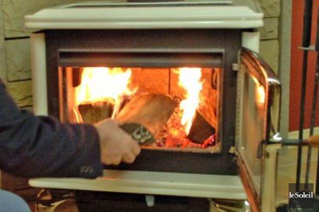 le chauffage au bois tire sa fin charles c t montr al. Black Bedroom Furniture Sets. Home Design Ideas