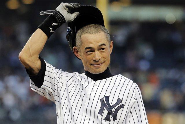 Ichiro Suzuki a salué la foule du Yankee... (Photo Ray Stubblebine, Reuters)