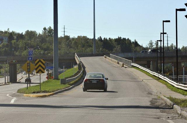 Le rapport souligne notamment certains accès au pont... (Photo Rocket Lavoie)