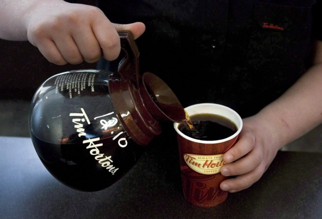 Le bénéfice de Tim Hortons (T.THI) a glissé à 98,1 millions ou... (Photo Chris Young, archives La Presse Canadienne)