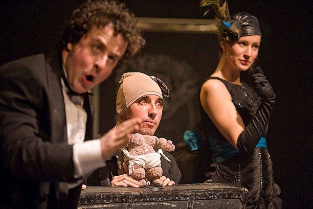 Frédéric Dubois présente le volet théâtre et il... (Photothèque Le Soleil, Steve Deschênes)