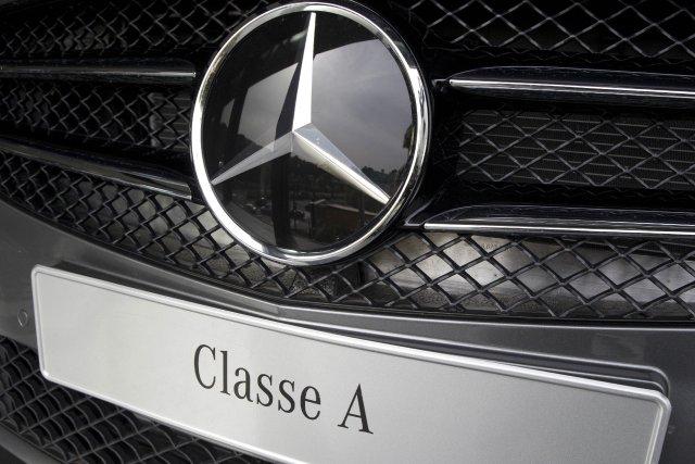 La marque à l'étoile, filiale du constructeur allemand... (PHOTO PATRICK KOVARIK, AFP)