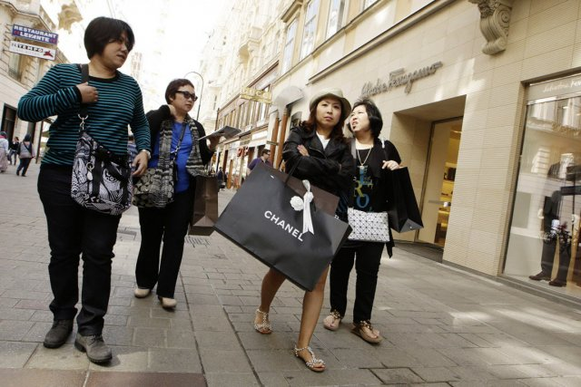 L'an passé, les clients des hôtels cinq étoiles... (PHOTO DIETER NAGL, AFP)